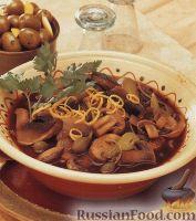 Фото к рецепту: Грибной суп с огурцами и каперсами