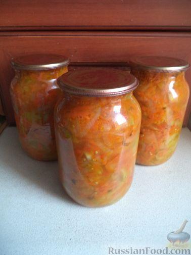 салат из зеленых помидор с томатным соусом