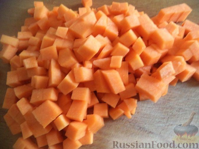 Фото приготовления рецепта: Закуска из творога, с твёрдым сыром, фетой, орехами и гранатом - шаг №7