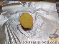 Фото приготовления рецепта: Картофель, запеченный на углях - шаг №5