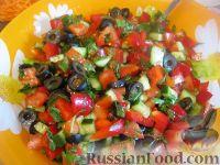 Фото к рецепту: Овощной салат с брынзой (по-гречески)
