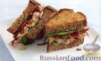 Фото к рецепту: Сэндвичи с куриным мясом, морковью и свеклой