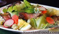 Фото к рецепту: Салат с мясом, яйцами, овощами и сыром