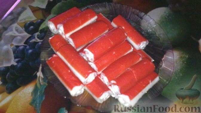 Фото приготовления рецепта: Закусочные шарики с сельдью, картофелем, плавленым сыром и яйцами - шаг №12