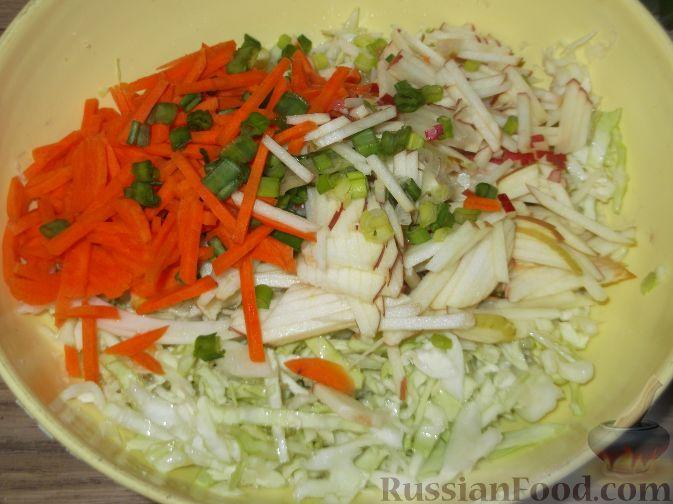 Салат весенний с яблоком и морковью
