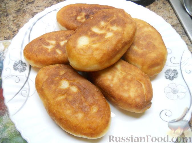 Жареные пирожки с черникой из дрожжевого теста