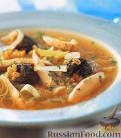 Фото к рецепту: Куриный суп с черносливом и перловкой