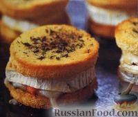Фото к рецепту: Горячие бутерброды с козьим сыром и форелью