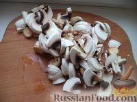 Фото приготовления рецепта: Мясо по-строгановски с грибами - шаг №4