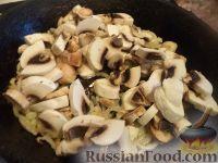 Фото приготовления рецепта: Мясо по-строгановски с грибами - шаг №6