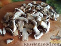Фото приготовления рецепта: Грибы, жаренные в масле - шаг №3
