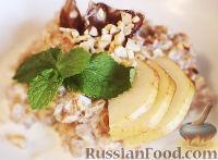 Фото к рецепту: Овсянка с фундуком, финиками и грушей