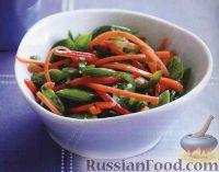 Фото к рецепту: Салат из моркови, перца и стручкового горошка