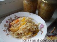 Фото к рецепту: Салат из зеленых помидоров с капустой