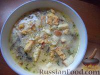 Фото к рецепту: Сырный суп с шампиньонами и сухариками