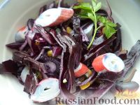 Фото к рецепту: Салат из краснокочанной капусты с крабовыми палочками