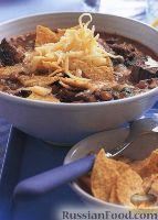 Фото к рецепту: Мексиканский фасолевый суп с кукурузными чипсами и сыром