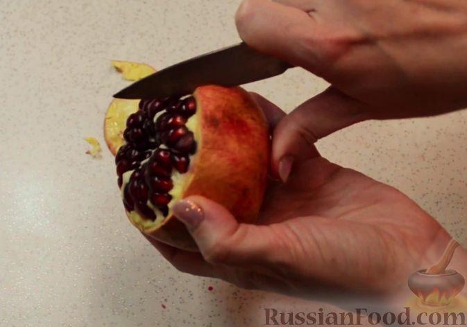 Фото приготовления рецепта: Как почистить гранат - шаг №3