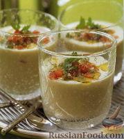 Фото к рецепту: Суп из авокадо с лаймом и соусом сальса из зеленого чили