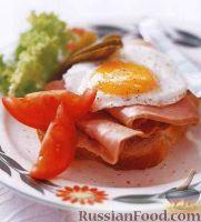 Фото к рецепту: Бутерброд c ветчиной и яичницей