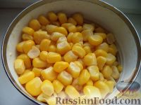 Фото приготовления рецепта: Салат с крабовыми палочками и пекинской капустой - шаг №4