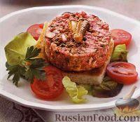Фото к рецепту: Бифштекс по-татарски (тар-тар) с корнишонами и каперсами