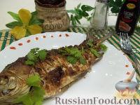 Фото к рецепту: Карась, запеченный в духовке