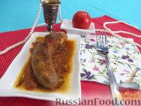 говяжий язык,тушённый в томатно-базиликовом соусе.