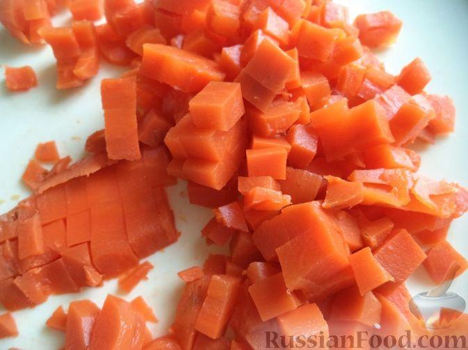"""Фото приготовления рецепта: Салат из кальмаров """"Почти оливье"""" - шаг №7"""