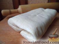 Фото к рецепту: Пресное бездрожжевое слоеное тесто для пиццы
