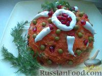"""Фото к рецепту: Салат из кальмаров """"Почти оливье"""""""