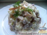 Фото к рецепту: Салат с кальмарами и зеленым горошком