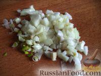 Фото приготовления рецепта: Салат с кальмарами и зеленым горошком - шаг №6
