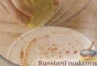Фото приготовления рецепта: Салат с креветками, яйцами и помидорами - шаг №1