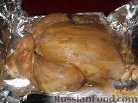 Фото приготовления рецепта: Курица, запеченная целиком с медом и горчицей - шаг №6