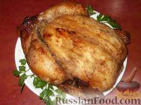 Фото приготовления рецепта: Курица, запеченная целиком с медом и горчицей - шаг №8