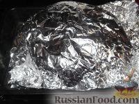 Фото приготовления рецепта: Курица, запеченная целиком с медом и горчицей - шаг №7