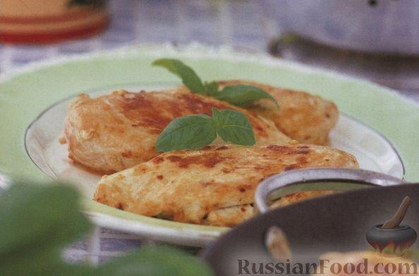Рецепт Куриное филе, жаренное с козьим сыром и базиликом