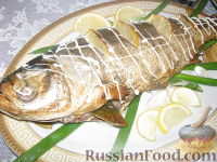 Фото к рецепту: Толстолобик, фаршированный луком