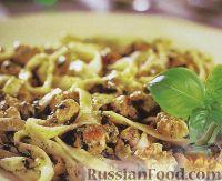 Фото к рецепту: Лапша с куриным филе и ореховым песто