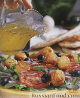 Фото к рецепту: Овощной салат с жареным сыром фета