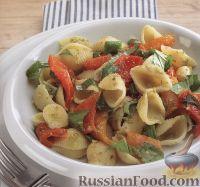 Фото к рецепту: Макароны с печеным перцем и базиликом