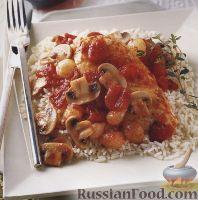 Фото к рецепту: Куриное филе, тушенное с грибами в томатном соусе