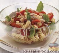 Фото к рецепту: Салат из макарон с овощами и тунцом