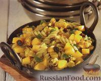 Фото к рецепту: Макароны с куриным филе, манго и изюмом