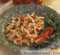 Фото к рецепту: Макароны, запеченные с творогом и сухариками