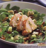 Фото к рецепту: Салат с куриным филе, грецкими орехами и голубым сыром
