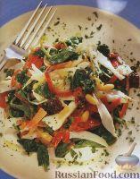 Фото к рецепту: Салат с кальмаром и кедровыми орешками