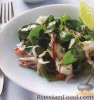 Фото к рецепту: Салат из морепродуктов и зелени
