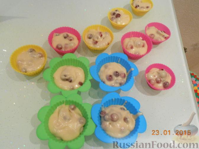 Фото приготовления рецепта: Кексы с клюквой - шаг №5